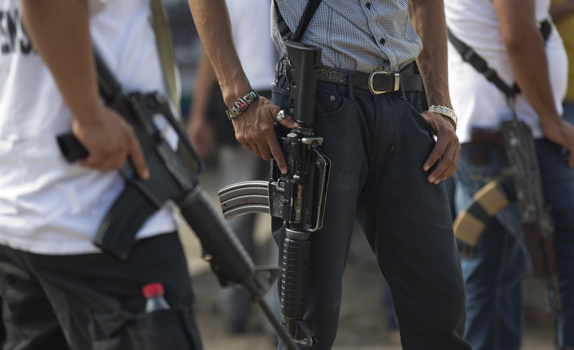 Foto-:Personas armadas hacen guardia en Michoacán, 3 mayo 2019