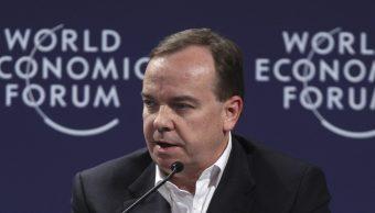 El presidente ejecutivo del Grupo HSBC, Stuart Gulliver, habla durante una sesión en el Foro Económico Mundial en 2011 (AP)