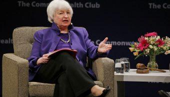 La jefa de la Reserva de Federal, Janet Yellen, responde preguntas durante una reunión del Club Commonwealth en San Francisco (AP)