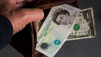 Dólar estadounidense y libra esterlina (Getty Images)