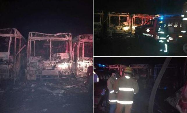 Incendio consume 14 camiones de transporte colectivo en Huitzilac, Morelos