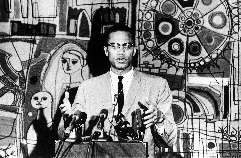 Malcolm X hablando en público, fotografía de archivo