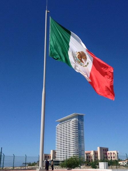 Aspectos de la bandera monumental en Puerto Vallarta, Jalisco. (Getty images, archivo)