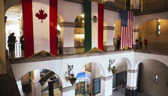 Foto ilustrativa con las banderas de Canadá, México y Estados Unidos (AP)