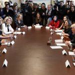El presidente Donald Trump y el primer Ministro canadiense Justin Trudeau durante una reunión con mujeres líderes empresariales en la Casa Blanca en Washington (AP)