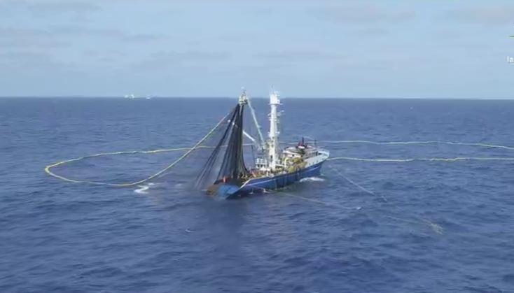 Barco pesquero en las Islas Revillagigedo (Noticieros Televisa)