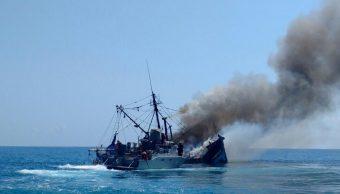 La embarcación siniestrada en costas de Alvarado, Veracruz, se hundió en el lugar debido a los daños que sufrió tras el incendio. (Twitter: @ricardomunozpro)