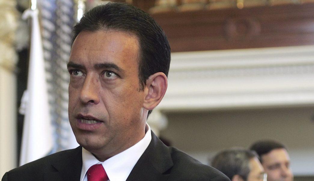 Revocan expulsión Humberto Moreira del PRI