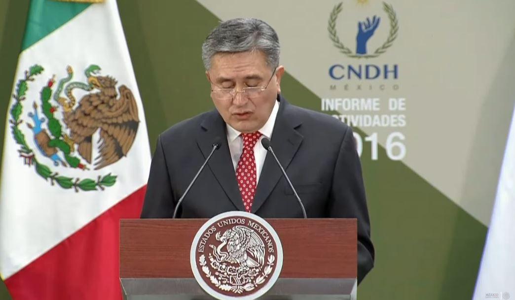 Luis Raúl González Pérez, presidente de la Comisión Nacional de Derechos Humanos, rinde el informe de actividades del 2016 (Presidencia de la República)