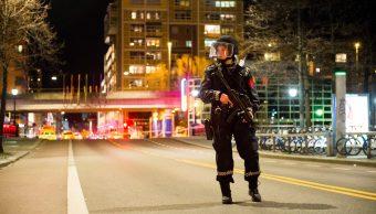 La Policía de Noruega bloqueó un área en el centro de Oslo y arrestó a un hombre tras descubrir una bomba casera. (Reuters)