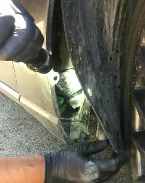 Aseguran cinco kilos de droga sintética oculta en un auto en Sonora. (CNS-PF)