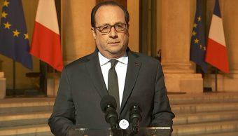 François Hollande, presidente de Francia, durante un mensaje por el tiroteo en Campos Elíseos.