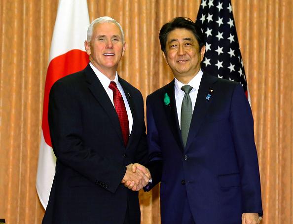 Mike Pence visita Japón. (Getty Images)