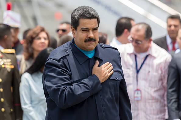 Para enfrentar la crisis, Nicolás Maduro, presidente de Venezuela, ha recurrido a medidas como promulgar leyes habilitantes para gobernar por decreto, además de imponer el estado de excepción. (Getty images, archivo)