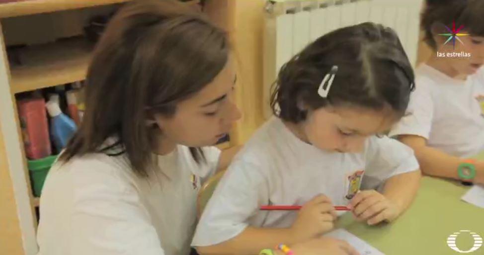 Padres enfrentan retos cuando sus hijos preguntan sobre sexualidad. (Noticieros Televisa)