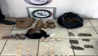Fueron asegurados un vehículo, marihuana, goma de opio y cartuchos útiles en Jalisco. (Twitter: @PGR_mx)