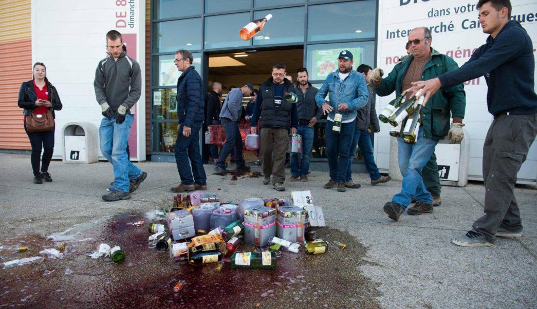 Viticultores franceses protestan por el etiquetado engañoso del vino español.