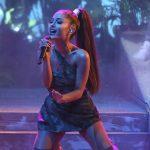 Ariana Grande durante un concierto en Los Angeles