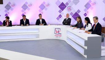 Candidatos confrontan ideas en primer debate