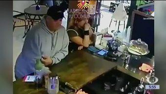hombre, mujer,captados en video, cámara de seguridad, roban el celular, comerciante