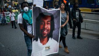 Manifestantes llevan una imagen de Philando Castile en St Paul, Minnesota (Getty Images)