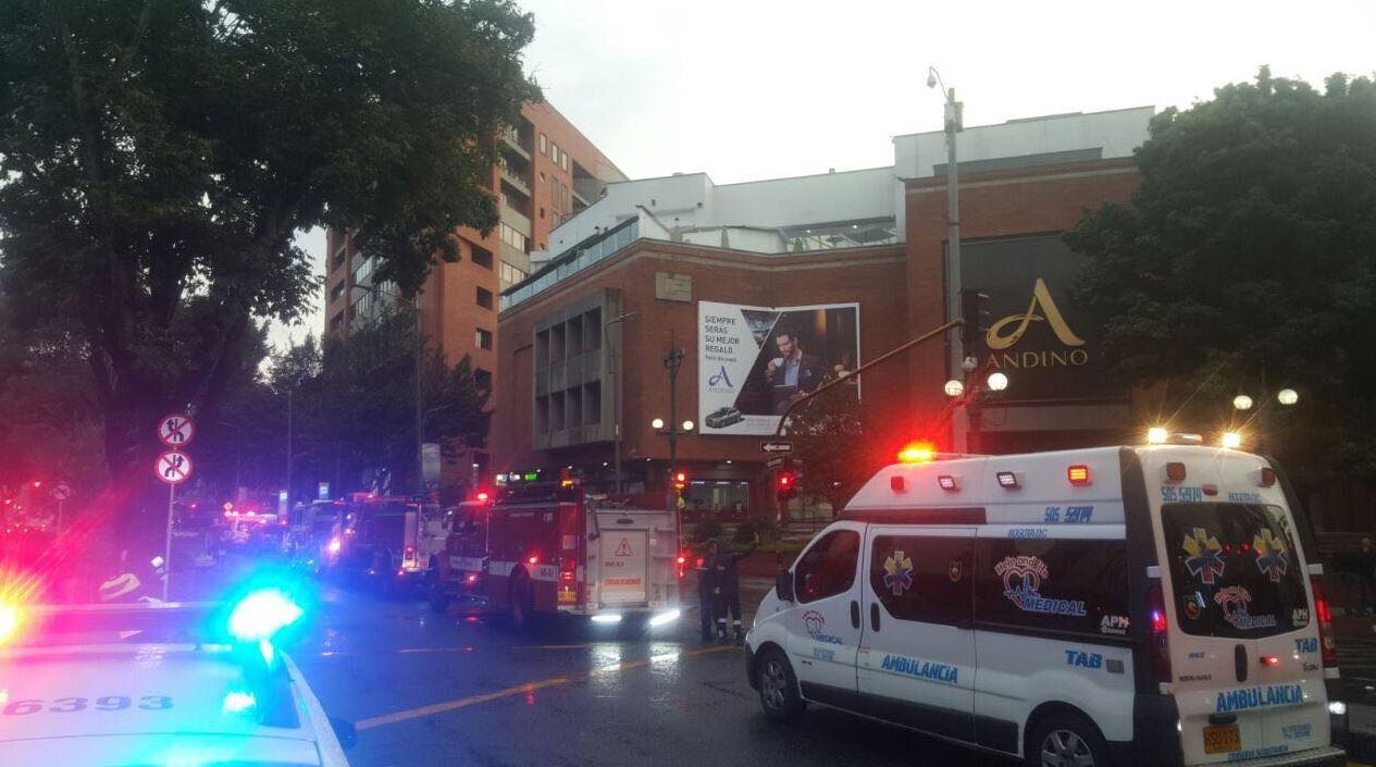 Resultado de imagen para Matan tres mujeres en atentado con explosivo en centro comercial de Colombia