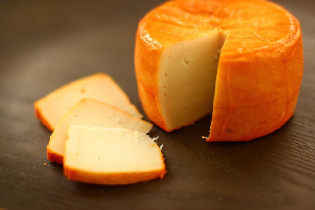 La Profeco y la Secretaría de Economía prohibieron la producción de quesos a 19 marcas por no usar leche en sus ingredientes. ¿Cuáles son?