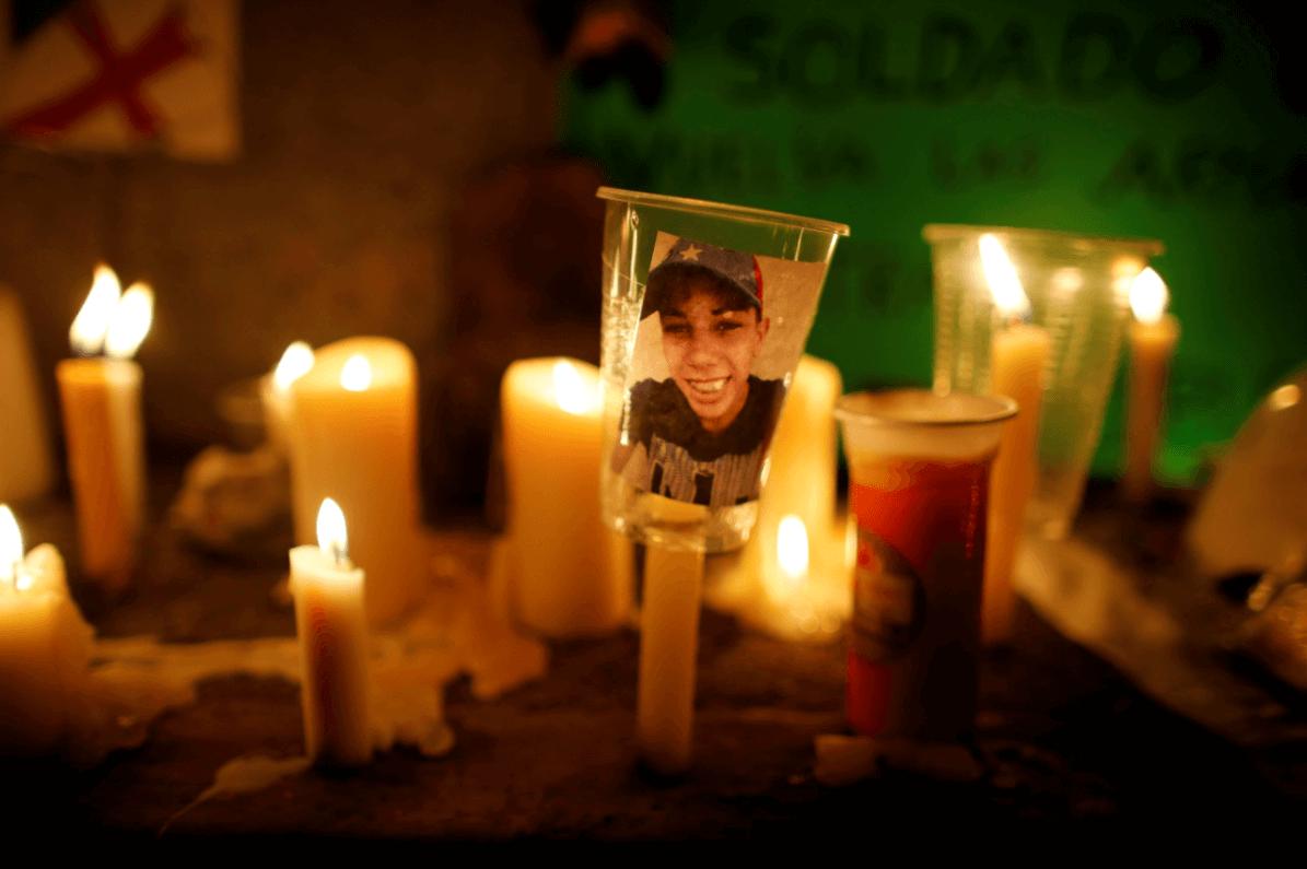 Ofrenda dedicada a una de las víctimas en Venezuela