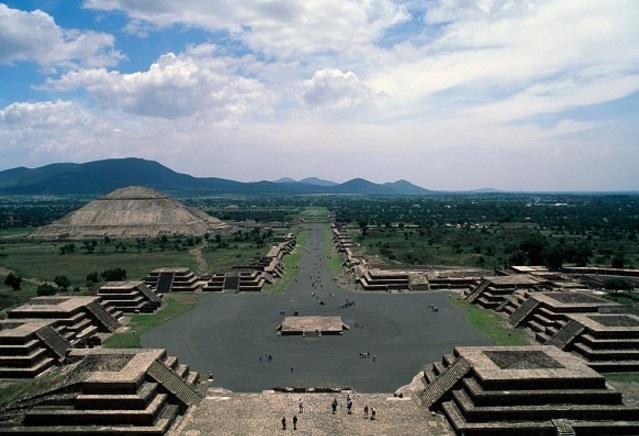 La Pirámide de la Luna y la Avenida de los Muertos, en Teotihuacán, México (Getty Images)