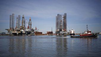 Plataformas de perforación de petróleo en puerto de Galveston, Texas