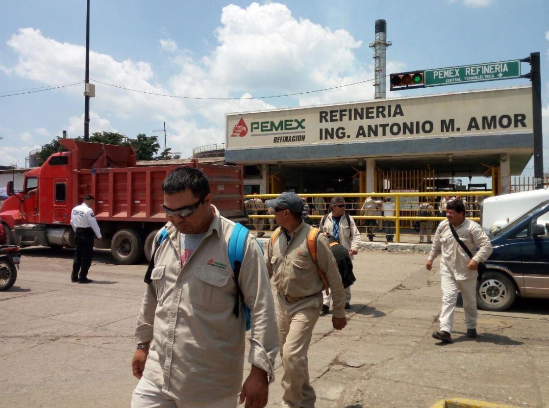 Prohíben celulares a trabajadores de Refinería de Salamanca