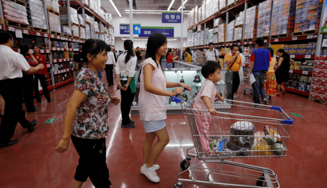 Gente comprando en supermercado en China