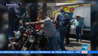Policías, mototaxis, enfrentan, Xochimilco