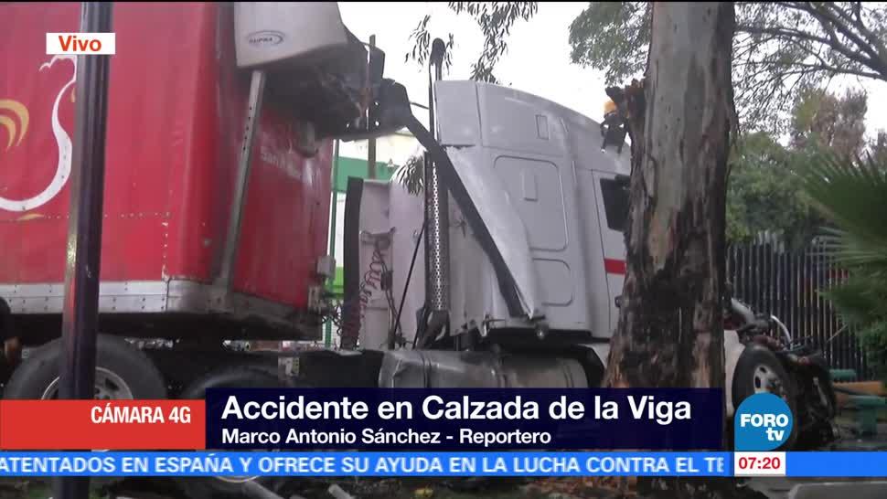 Tráiler y camioneta chocan en Calzada de la Viga | Noticieros Televisa