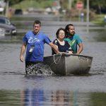 voluntarios ayudan personas atrapadas inundaciones texas