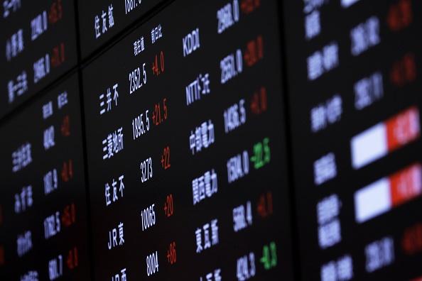 Un tablero electrónico en la Bolsa de Tokio