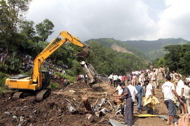 recuperan 46 cuerpos alud lodo india