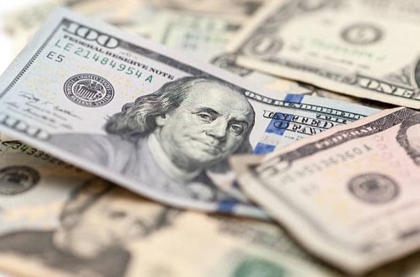 Dólar cierra con alza ocho centavos