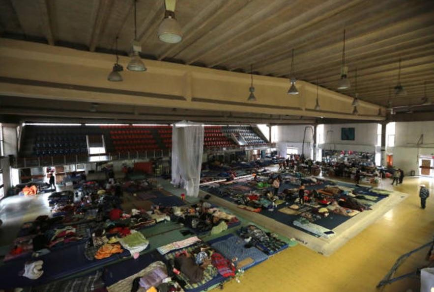 voluntarios ayudan invidente damnificado sismo cdmx
