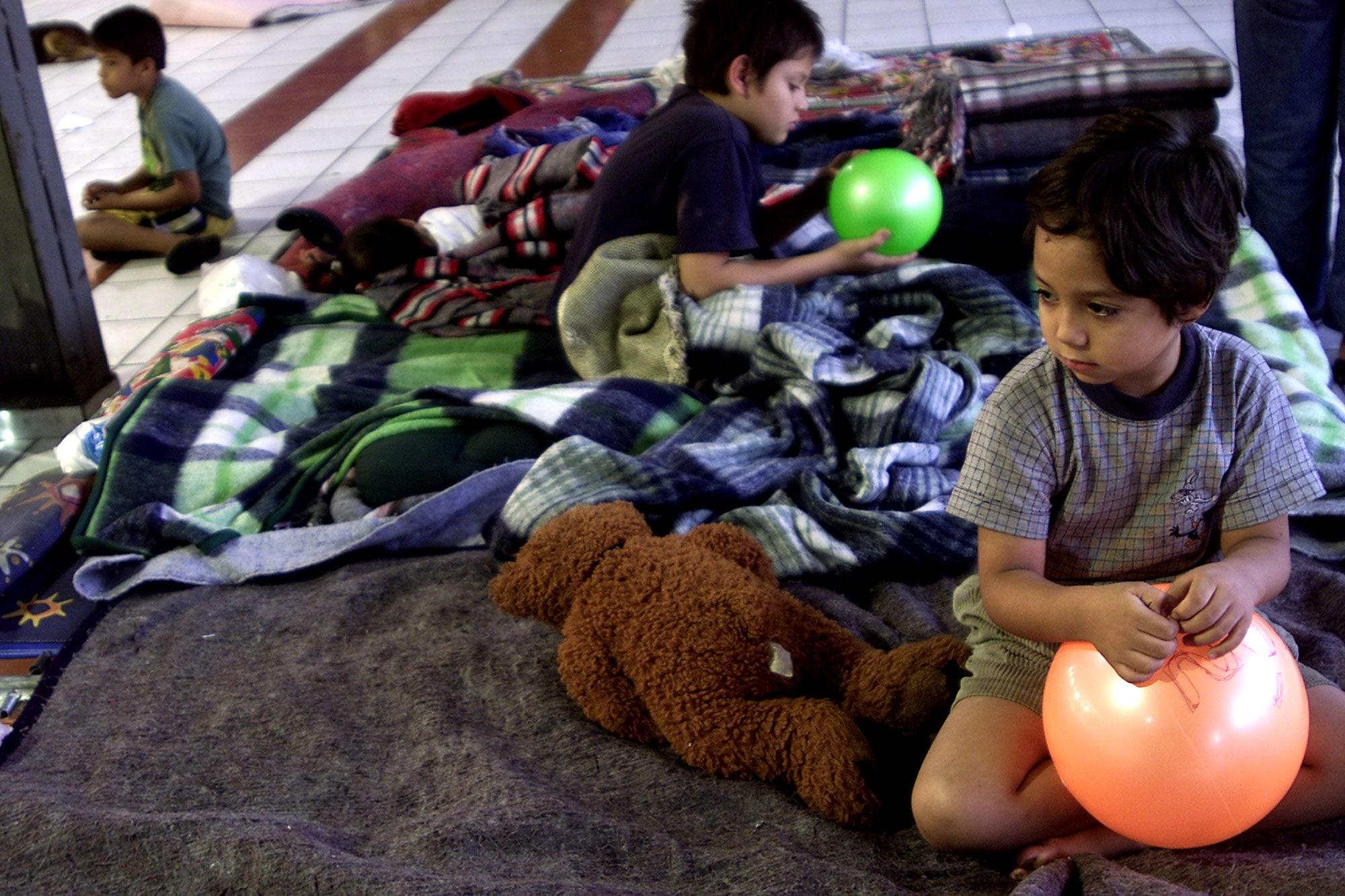 Damnificados del sismo en albergue