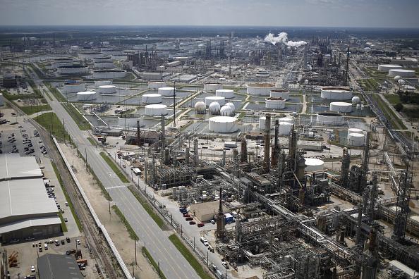 Los precios del petróleo operan estables