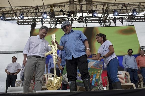 Timochenko exige a Santos cumplir acuerdos de paz para Colombia