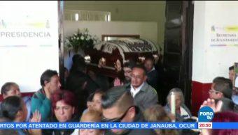 Dan último adiós al alcalde de Paracho asesinado el viernes