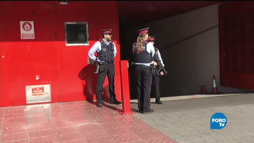 Catalanes esperaban comparecencia de Carles Puigdemont