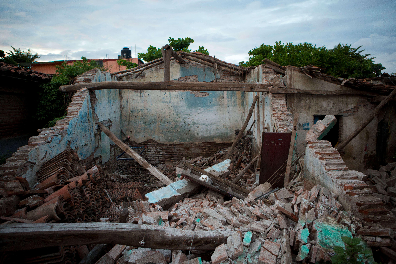 A seis meses del sismo del 7S la reconstrucción es lenta