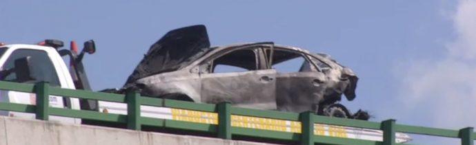 accidente viaducto incendio automoviles choque bomberos,