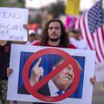 Senadores temen que Trump use datos de DACA para deportar dreamers