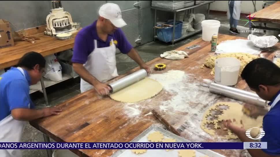 Mexicanos alimentan a afectados por el huracán 'Harvey' en Houston