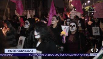 Catrinas marchan por el centro de la CDMX contra feminicidios