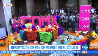 Salen del Zócalo CDMX camionetas que repartirán pan de muerto